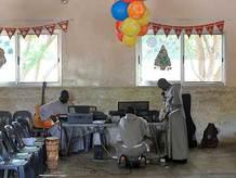 Učitelka v Africe IV.: Velikonoční zpěvy, tance, půst a pivo