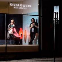 Kieslowski: doteky dýkou Mezi lopatky