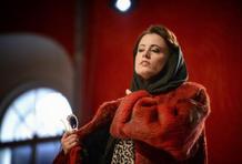 Premiéra britské opery Powder Her Face: skandály, perly a šampaňské