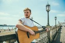 Písničkář Thom Artway pokřtí v Brně své nové album