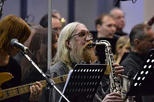 Plastici a Filharmonie Brno propojili a neutralizovali dva světy