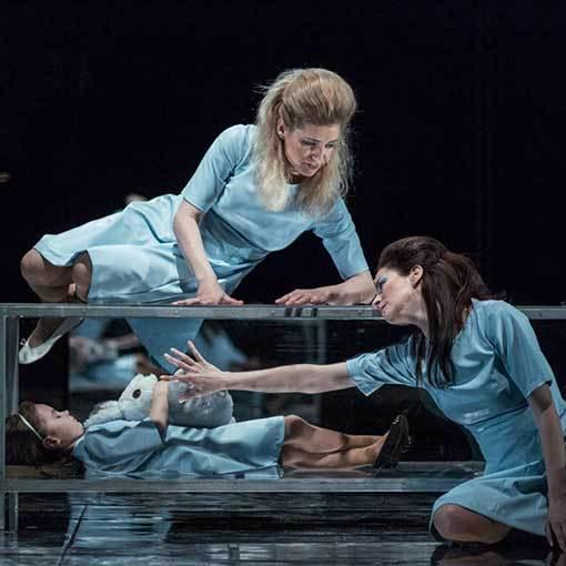 Alice in Bed – operní thriller o propletených světech