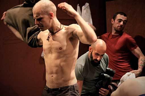 Hrdina ze sauny pro gaye v kině Scala