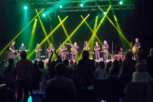 Ukulele Orchestra jako Brno a jejich šílený svět