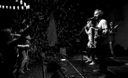Helemese křtí album. Vystoupí i Nikola Mucha a Circus Problem