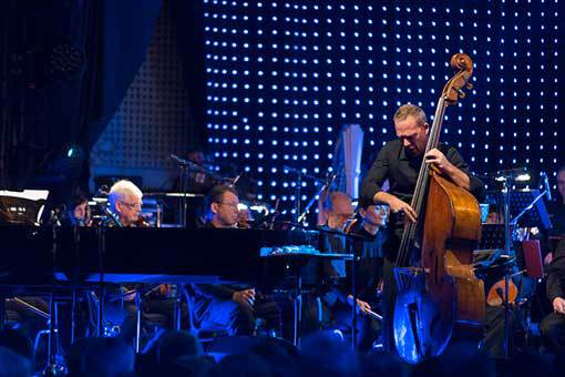 Avishai Cohen a jeho barevný večer s Filharmonií Brno