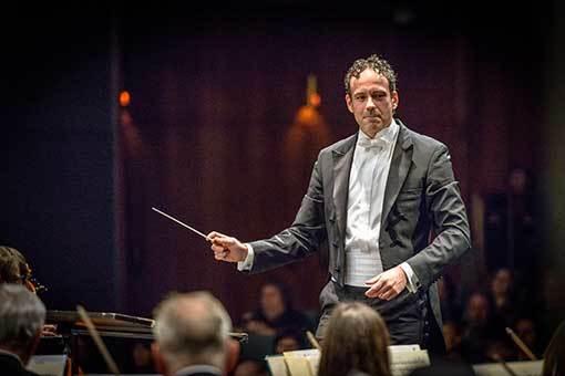 Milhaud, Poulenc, Mahler: Banalita z hlediska věčnosti i od kavárenského stolku