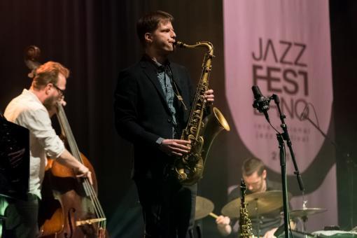 Dvojitá saxofonová jízda v Sono Centru
