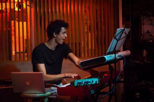 Antonín Fajt: Vydávat každý týden malé balíčky hudby