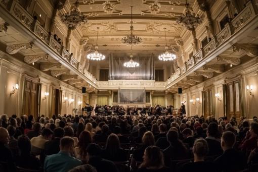 Konec 61. sezony. S Filharmonií Brno vystoupí Polina Osetinskaja a Matthew Barley