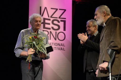 Cenu Gustava Broma získal kontrabasista a baskytarista Miroslav Vitouš