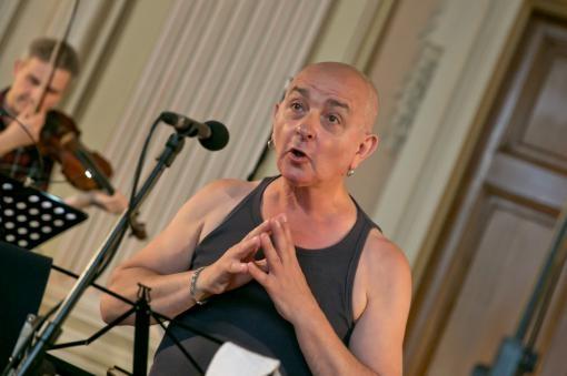Výtečný Dominique Visse a francouzská komická kantáta