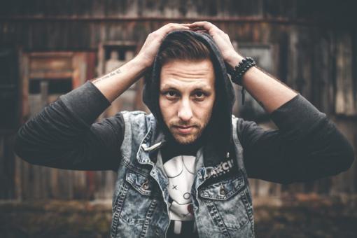 Fléda: Písničkář Pekař představí své nové album Výpověď