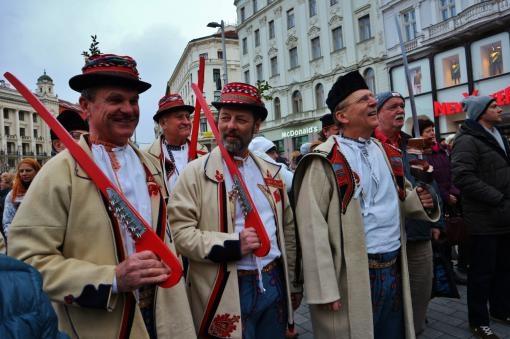 Brněnský fašank: Masky, kroje a cimbálová muzika