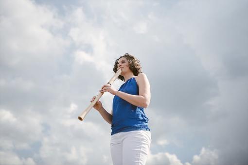Flétnistka Martina Komínková připravuje multižánrový projekt Prorok větru. Podporu hledá na Hithitu