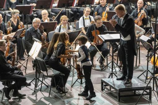 Mozartovy děti letos vystoupí s Richardem Novákem a pod taktovkou šéfdirigenta D. R. Daviese