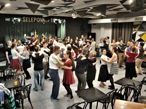 Nefalšovaná lidová zábava v centru Brna