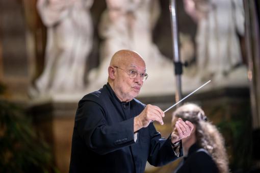 Filharmonie Brno: Obrázky zvýstavy doprovodí vizualizace od Cori O´Lana