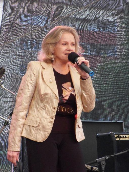 Aktuálně: Zemřela zpěvačka Eva Pilarová