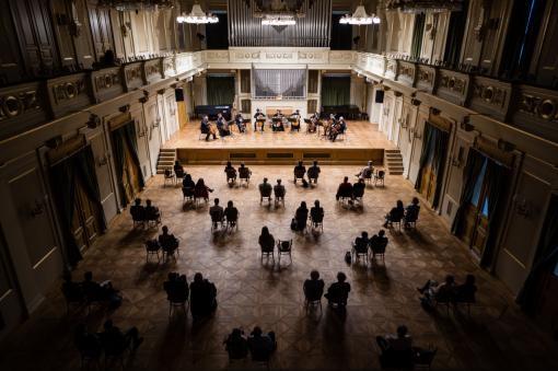 Filharmonie Brno: sice komorně, ale živě!