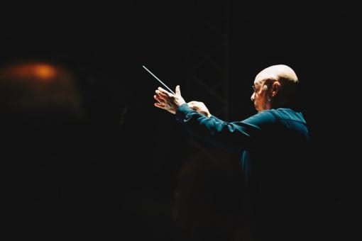Filharmonie konečně naživo, velkolepě a (naposled) bez roušek