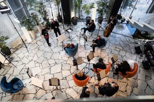 Brno Contemporary Orchestra a Terén: Sedm skladeb a sedm hotelů